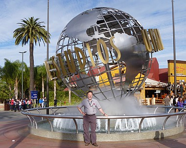 2014-01-19 09.32.23 P1000425 Jim - LA Simon outside Universal Studios_cr.jpeg: 3463x2767, 4748k (2014 Sep 03 09:53)