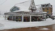 2015-02-15 08.43.50 Jim - Hakuba Bus Terminal - snowing.jpeg: 5312x2988, 5401k (2015 Jun 13 00:52)