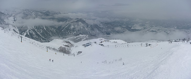 2015-02-17 11.04.00 Panorama Simon - Kurobishi slope and lift 3_stitch.jpg: 6933x2892, 2458k (2015 Jun 22 06:52)