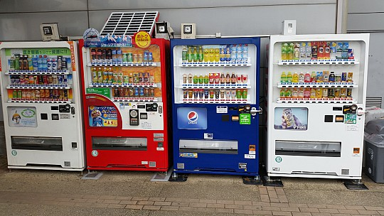 2015-02-07 12.10.52 Jim - Tokyo - these vending machines everywhere.jpeg: 5312x2988, 5314k (2015 Feb 21 08:44)