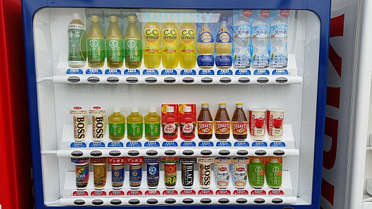 2015-02-07 12.11.05 Jim - Tokyo - these vending machines everywhere - closeup.jpeg: 5312x2988, 4624k (2015 Feb 21 08:44)