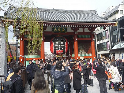 2015-02-07 13.49.43 P1010282 Simon - Senso-ji Guardian gate.jpeg: 4000x3000, 6828k (2015 Feb 07 04:49)