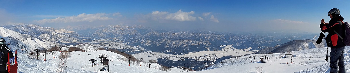 2015-02-11 13.49.00 Jim - Goryu - panorama from top of Alps 1st Chair stitch.jpg: 4856x1016, 1048k (2015 Jun 03 08:05)