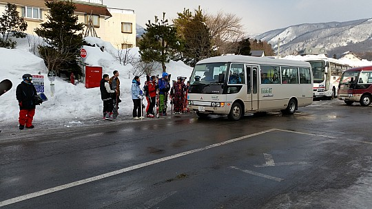 2015-02-12 08.30.54 Jim - Hakuba 47 shuttle.jpeg: 5312x2988, 5225k (2015 Feb 21 08:23)