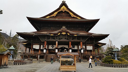 2015-02-13 15.09.05 Jim - Zenkoji Temple.jpeg: 5312x2988, 4504k (2015 Jun 07 04:28)