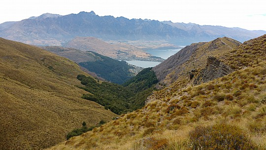 2016-01-02 11.01.39 IMG_20160102_110138859 Simon - Queenstown from Ben Lomond track.jpeg: 4160x2340, 3630k (2016 Feb 08 00:45)