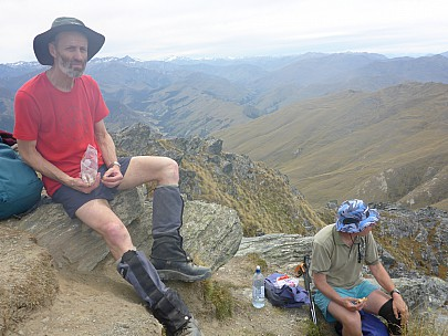 2016-01-02 12.34.36 P1000280 Simon - Brian and Philip lunching on Ben Lomond.jpeg: 4608x3456, 6334k (2016 Feb 08 00:46)