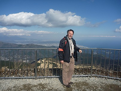 2016-03-02 14.13.53 P1020382 Adrian - Simon at top of Komagatake Ropeway.jpeg: 4000x3000, 6060k (2016 Mar 07 09:35)