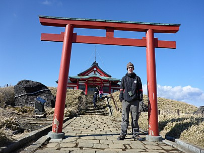 2016-03-02 14.18.45 P1000817 Simon - Adrian at Templo en Hakone.jpeg: 4608x3456, 5953k (2016 Mar 02 01:18)