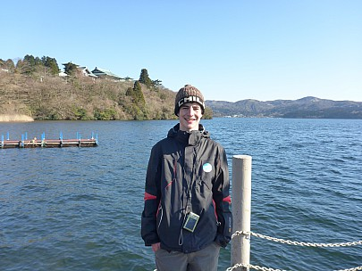 2016-03-02 15.03.12 P1000827 Simon - Adrian on the wharf at Lake Ashinoko.jpeg: 4608x3456, 6206k (2016 Mar 02 02:03)