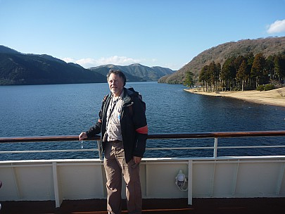 2016-03-02 15.08.01 P1020400 Adrian - Simon and Lake Ashinoko north.jpeg: 4000x3000, 5494k (2016 Mar 07 09:35)