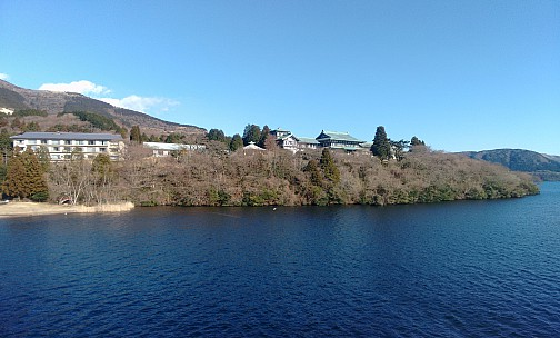 2016-03-02 15.09.03 IMG_20160302_150903306 Adrian - Hakone-en from the lake_stitch.jpg: 3871x2334, 8932k (2016 Sep 07 08:51)