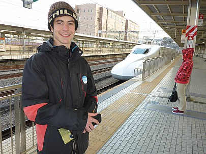 2016-03-02 16.38.43 P1000839 Simon - Adrian at Odawara station.jpeg: 4608x3456, 6341k (2016 Mar 02 03:38)