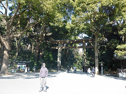 2016-03-03 10.36.22 P1000858 Simon - entrance to Meiji Shrine.jpeg: 4608x3456, 6286k (2016 Mar 02 21:36)