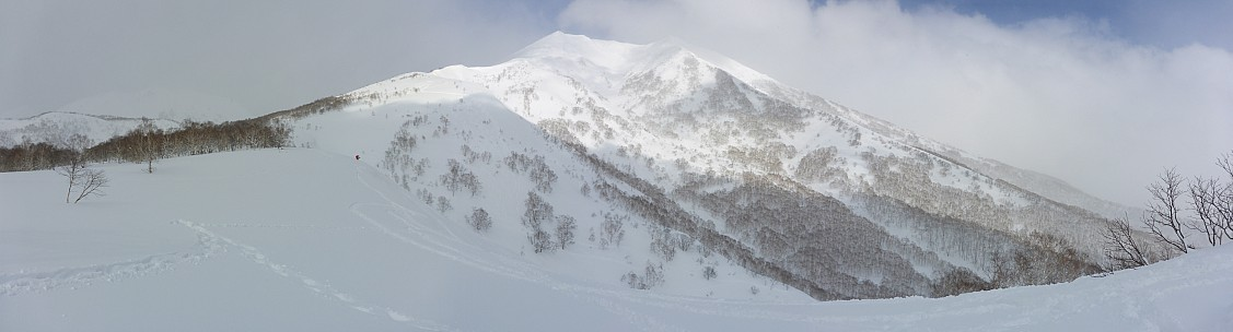 2016-02-26 13.57.56 Panorama Simon - Moiwa backcountry_stitch.jpg: 11312x3051, 27323k (2016 Apr 02 07:13)
