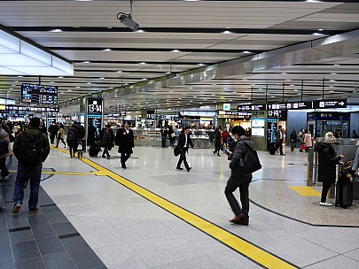 2017-01-20 12.36.24 P1010526 Simon - SHin-Osaka Station.jpeg: 4608x3456, 6087k (2017 Jan 28 21:22)