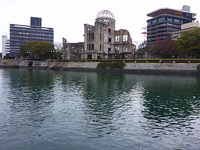 2017-01-20 16.52.09 P1010531 Simon - Atomic bomb dome across Motoyasu River.jpeg: 4608x3456, 6262k (2017 Jan 28 21:22)