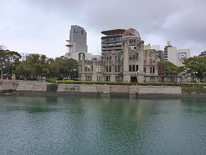 2017-01-20 16.57.56 P1010538 Simon - Atomic bomb dome across Motoyasu River.jpeg: 4608x3456, 6145k (2017 Jan 28 21:22)