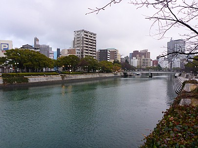 2017-01-20 16.58.23 P1010539 Simon - Motoyasu River.jpeg: 4608x3456, 5894k (2017 Jan 28 21:22)