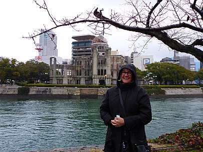2017-01-20 17.00.45 P1010541 Simon - Anne and Atomic bomb dome across Motoyasu River.jpeg: 4608x3456, 6239k (2017 Jan 28 21:22)