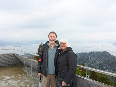 2017-01-21 13.42.43 P1010614 Simon - with Anne at the lookout.jpeg: 4608x3456, 5755k (2017 Jan 28 21:22)