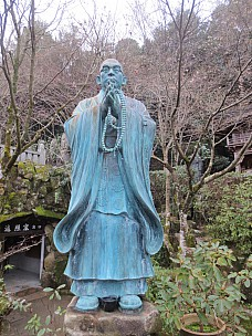 2017-01-21 16.39.34 IMG_9158 Anne - praying monk statue.jpeg: 3456x4608, 7263k (2017 Jan 26 05:36)