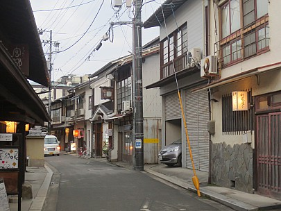 2017-01-21 17.17.08 IMG_9170 Anne - Itsukushima Shrine Town street.jpeg: 4608x3456, 5452k (2017 Jan 26 05:36)