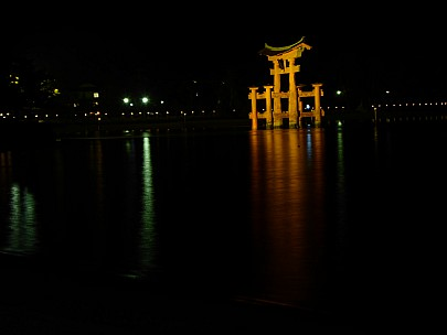 2017-01-21 19.11.07 P1010650 Simon - Great Torii at night.jpeg: 4608x3456, 2188k (2017 Jan 28 21:22)