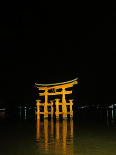 2017-01-21 19.20.37 IMG_9188 Anne - Great Torii at night.jpeg: 3456x4608, 4159k (2017 Jan 26 05:36)