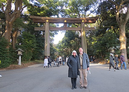 2017-01-12 14.41.31 IMG_8349 Anne - Anne and Simon at Shrine entrance.jpeg: 4608x3286, 6868k (2017 Jul 23 09:36)