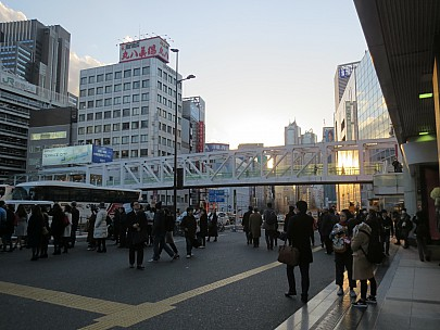 2017-01-12 16.08.09 IMG_8375 Anne - Shinjuku outside the JR station.jpeg: 4608x3456, 4616k (2017 Jan 26 05:34)