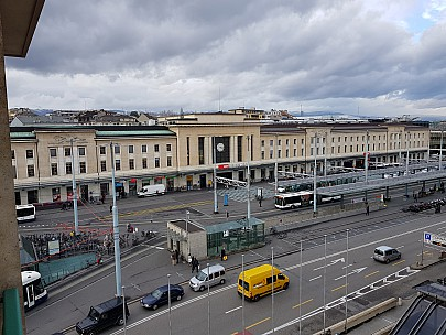 2018-01-19 18.17.32. Jim - Geneva station from Hotel.jpeg: 4032x3024, 4401k (2018 Mar 10 04:12)