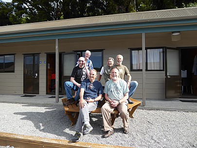 2019-01-12 17.00.38 P1010514 Brian - group Photo at Fox Glacier holiday park.jpeg: 4000x3000, 4870k (2019 Jan 12 04:00)
