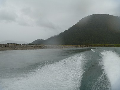 2019-01-13 10.40.20 P1000549 Jim - looking down the Paringa from the jetboat.jpeg: 4320x3240, 4391k (2019 May 10 09:46)