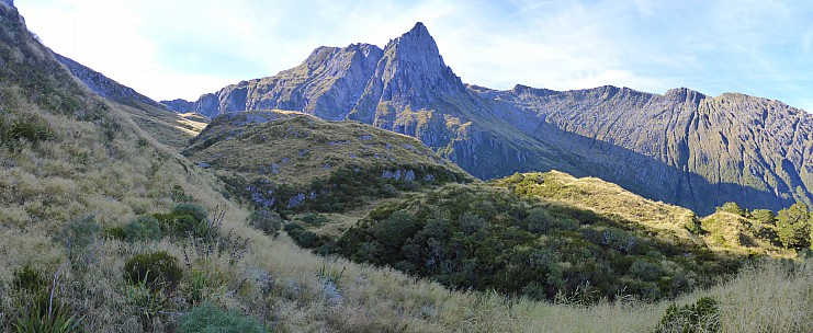 2019-01-15 08.49.33 Panorama Simon - up our route to McCullaugh Saddle_stitch.jpg: 7779x3192, 21045k (2019 Jun 20 09:11)