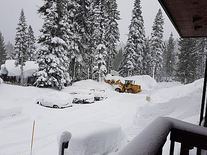 2019-02-26 07.41.04 Jim - view from our window of snow clearing.jpeg: 4032x3024, 2517k (2019 Feb 28 02:48)