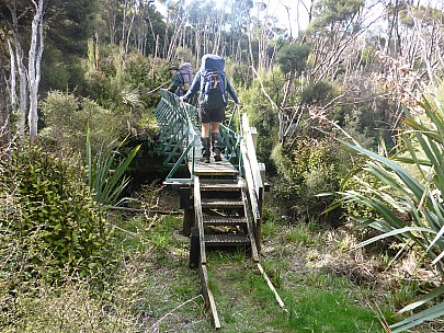 2019-11-11 17.25.16 P1020954 Simon - Brian and Jim crossing the Rakeahua River bridge.jpeg: 4608x3456, 6275k (2019 Nov 11 04:25)