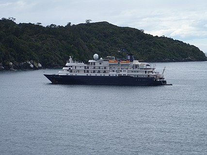 2019-11-15 14.28.06 P1000799 Jim - Heritage Expeditions cruise ship.jpeg: 4320x3240, 4601k (2019 Nov 15 01:28)