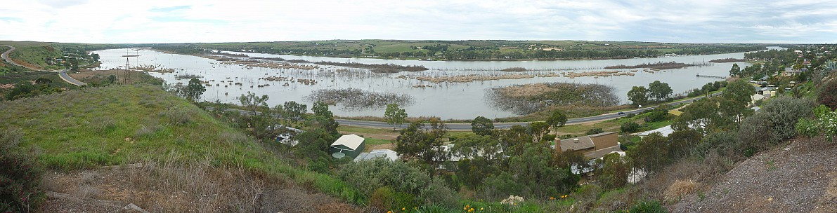 2014-07-07 13.22.00 Panorama Simon - Murray River from lookout_stitch.jpg: 11515x2940, 5021k (2014 Aug 08 21:03)