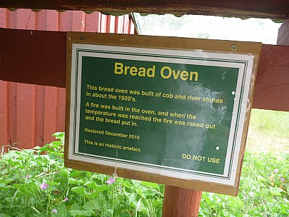 2013-11-18 09.02.01 P1050403 Simon - Quail Flat Bread Oven sign.jpeg: 4000x3000, 6028k (2013 Nov 17 20:02)