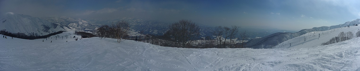 2015-02-11 12.01.00 Panorama Simon - view from Alps Daira Station_stitch.jpg: 13868x2764, 5455k (2015 Jun 03 08:04)