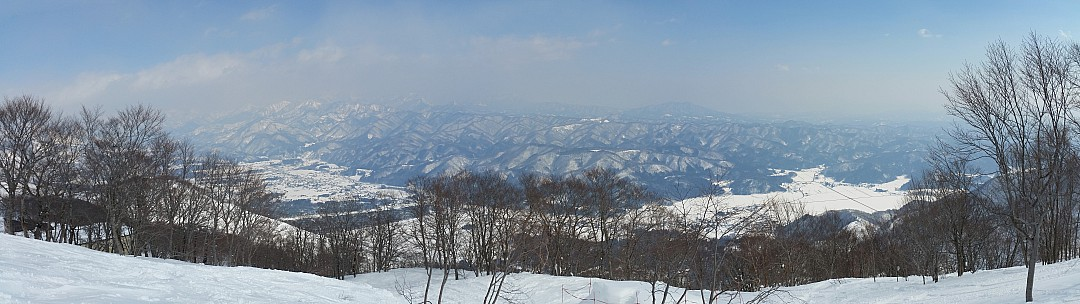 2015-02-11 12.03.00 Jim - Hakuba 47 - view from top of Super Course stitch.jpg: 9963x2804, 6367k (2015 Jun 03 08:04)