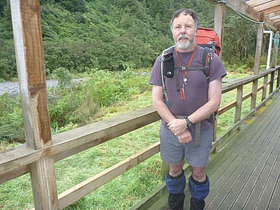 2015-07-04 09.36.27 P1010970 Simon - at Totara Flats ready to go.jpeg: 4000x3000, 6305k (2015 Nov 04 05:28)