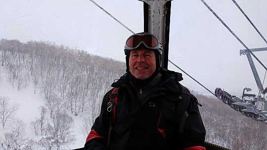 2016-02-25 12.55.00 IMG_20160225_125500943 Simon - on the gondola.jpeg: 4160x2340, 2411k (2016 Feb 25 08:21)