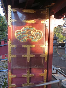 2017-01-11 15.31.59 IMG_8266 Anne - Toshugo Shrine door.jpeg: 3456x4608, 6045k (2017 Jan 26 05:34)