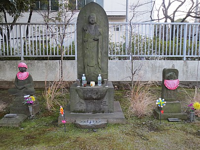 2017-01-11 16.41.10 IMG_8303 Anne - Monk's grave.jpeg: 4608x3456, 7288k (2017 Jan 26 05:34)
