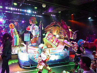 2017-01-12 18.09.15 P1010211 Simon - Robot Restaurant float.jpeg: 4608x3456, 6343k (2017 Jan 28 08:46)