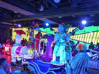 2017-01-12 19.12.53 P1010224 Simon - Robot Restaurant show.jpeg: 4608x3456, 6078k (2017 Jan 28 08:46)