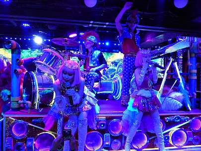 2017-01-12 19.13.29 P1010225 Simon - Robot Restaurant show.jpeg: 4608x3456, 6690k (2017 Jan 28 08:46)