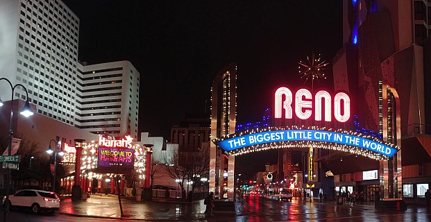 2019-03-02 22.07.48 LG6 Simon - Reno the biggest little city in the world_stitch.jpg: 5700x2937, 13215k (2019 Mar 07 03:43)